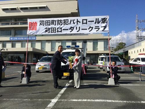 苅田ロータリークラブ苅田町に防犯青色パトロールカーを贈呈
