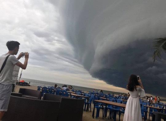 <外電>台風5号日本列島縦断中でハノイでも異常な空模様