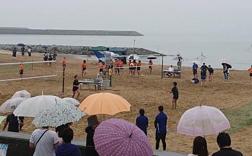 長井浜に一足早く夏が来た!ビーチバレーボール大会開催
