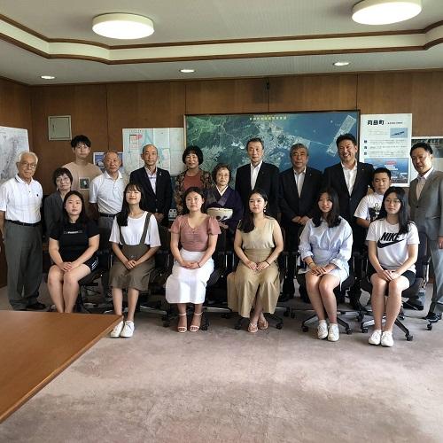 韓国の女子高校生遠田町長のもとへ表敬訪問