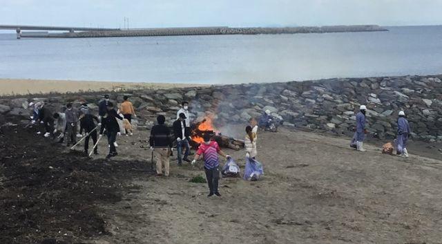 外国人技能実習生長井浜海水浴場清掃ボランティア活動