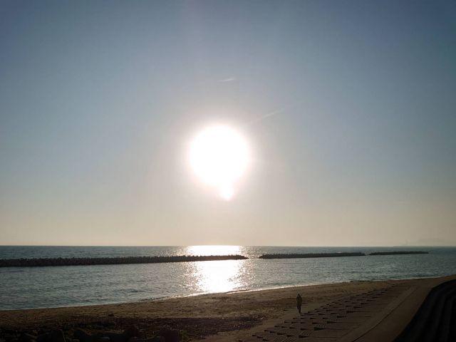 長井浜の波は春の声